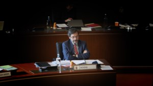 Gouverneur Bovens stelt functie beschikbaar