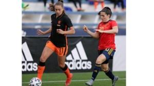 Alarmbellen rinkelen: Oranje Leeuwinnen verliezen kansloos van Spanje