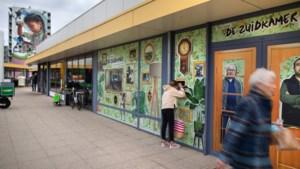 Kijkgaten bieden zicht op inrichting 'huiskamer' Geleen-Zuid: verbaasde en nieuwsgierige blikken