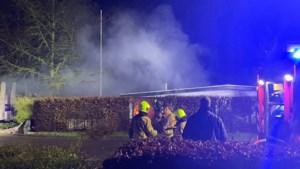 Video: Chalet volledig uitgebrand op vakantiepark in Maasbree