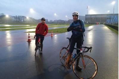 'Fietshelden' rijden de klok rond door heel Limburg voor het goede doel