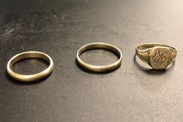 Politie zoekt eigenaar gouden ringen