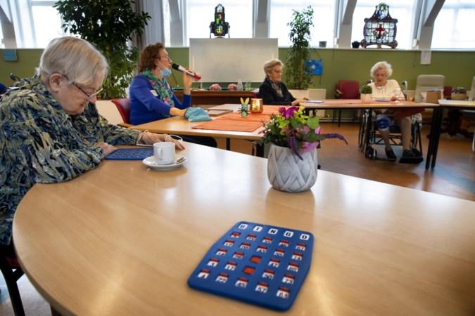 Eindelijk weer naar de bingo: dankzij de vaccinaties is het weer gezellig in de zorgcentra