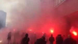 MVV-fans steken vuurwerk af bij stadion