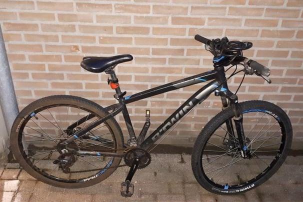 Mogelijk gestolen fiets in Reuver gestald bij politiebureau in Venlo
