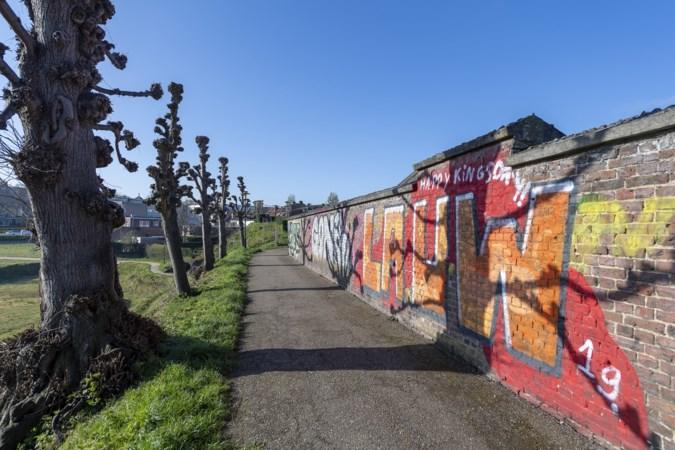 Ophef over 'spuuglelijke' graffiti op monumentale stadswallen van vestingstad Sittard
