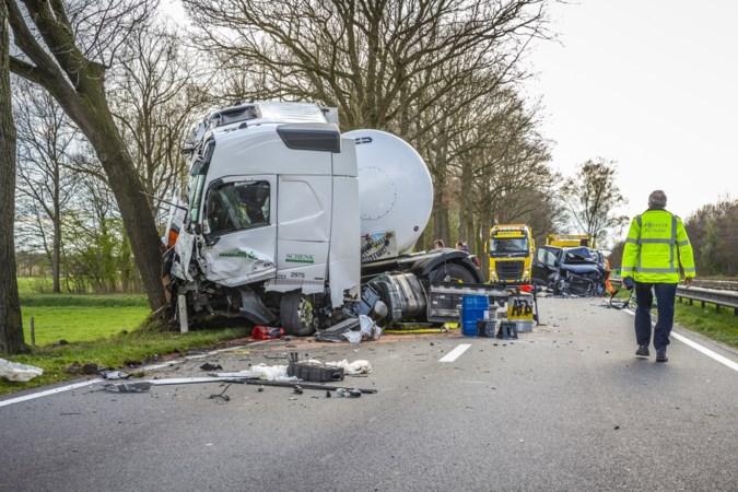 Ravage op provinciale weg bij Meijel: 'Ik dacht dat er doden waren gevallen'