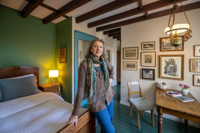 Annigje Kruytbosch zet anekdotes uit haar B&B in Houthem op papier: 'Ik merk dat ik de streek beter leer kennen door wat gasten hier beleven'
