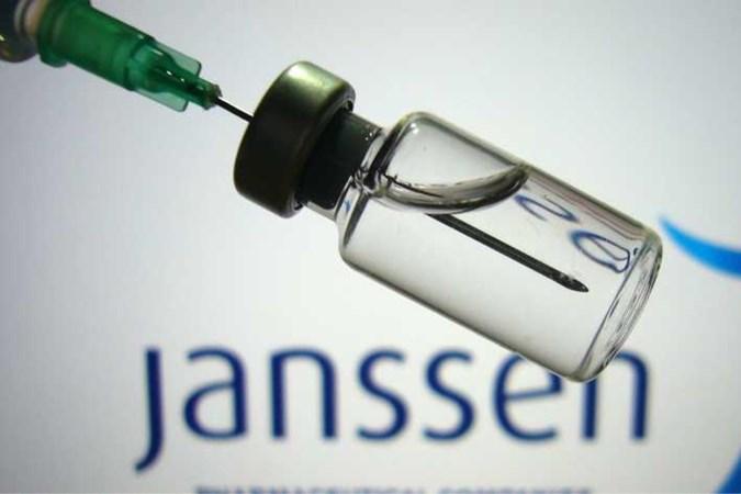 Fabrikant Janssen raadt zelf aan niet te prikken met vaccin