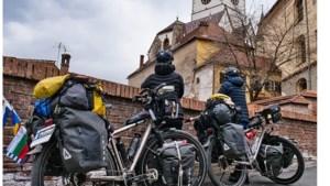 Fietsen rond de wereld: de magische sfeer van oude stadjes in Roemenië