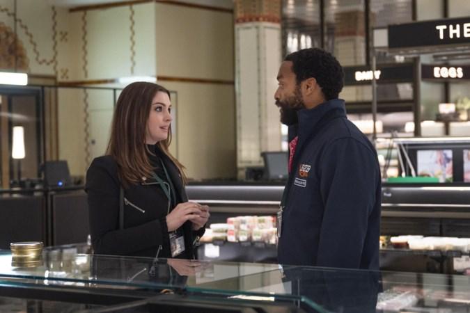 Actrice Anne Hathaway als dievegge in warenhuis tijdens lockdown: 'In de pauzes tussen de filmopnames kon ik fijn rondneuzen in het verlaten Harrods'