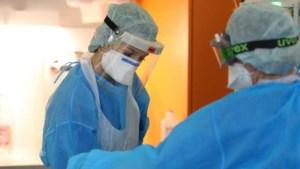 Opnieuw minder coronapatiënten opgenomen in ziekenhuizen, flinke daling nieuwe coronagevallen