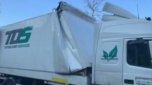 Vrachtwagen ramt onderdoorgang en rijdt zich vast aan Old Hickoryplein in Maastricht