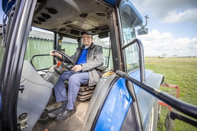 Medisch mirakel: boer Ger (76) lag een half jaar op de intensive care, maar rijdt nu weer op zijn tractor