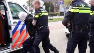 Man opgepakt na vernielen auto en verstoren openbare orde