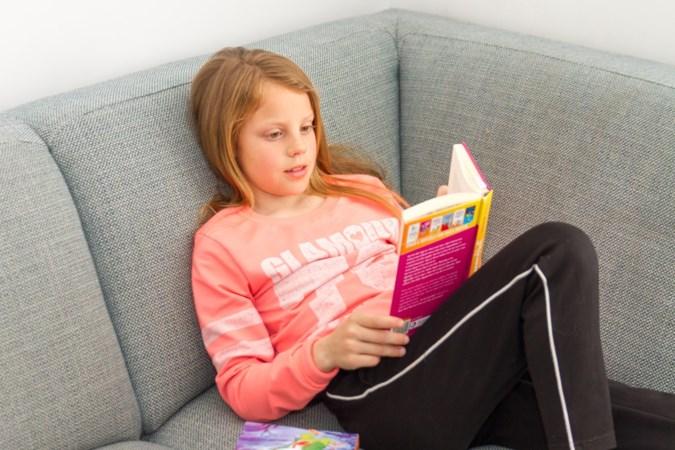 10-jarige voorleeskampioene Lynn op weg naar de finale: haar broertje is haar beste graadmeter