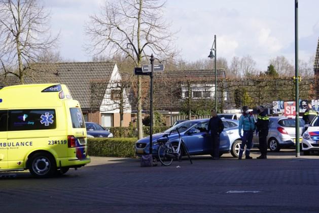 Fietser gewond afgevoerd na aanrijding met auto