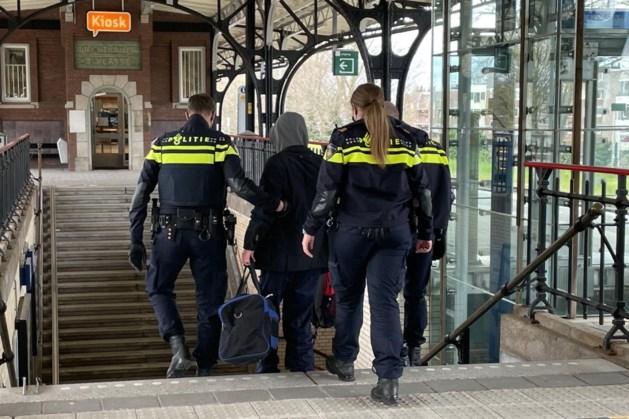 Luidruchtige reiziger roept om zijn moeder op station in Weert: politie grijpt in