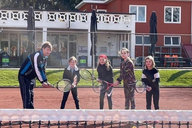 Tennis in Heerlen is weer hip: 'Kinderen werken als een ledenmagneet, want ook veel ouders gaan tennissen'