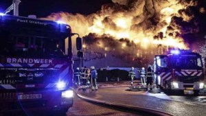Vlammenzee verwoest snoepjesfabriek, omwonenden gewaarschuwd met NL-Alert