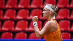 Opkikker Kiki Bertens in shirt Oranje