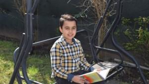 10-jarige voorleeskampioen Ramazan is klaar voor de finale: 'Ik probeer mijn emoties zo goed mogelijk te laten horen'