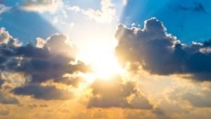 Zaterdag zon en stapelwolken: het blijft droog
