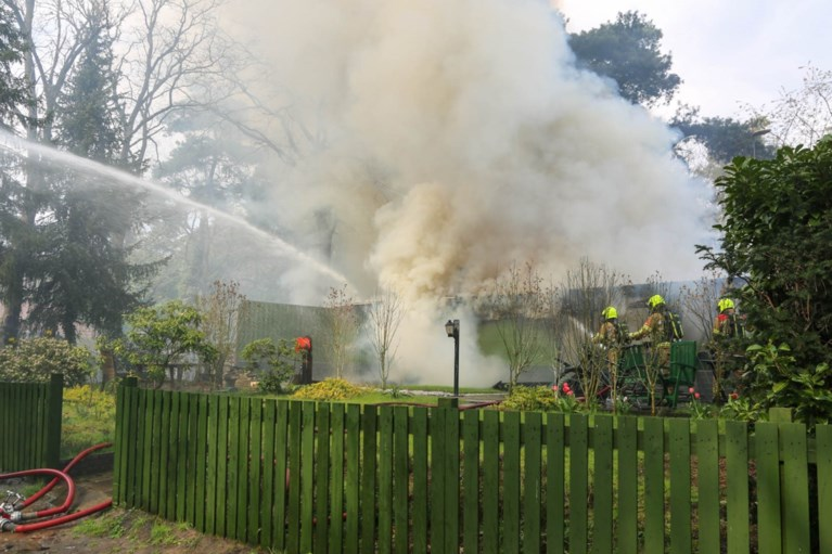Felle brand verwoest bungalow in Meijel
