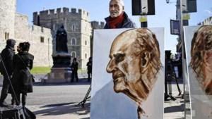 Britten bewijzen prins Philip laatste eer: 'Speciaal mijn begrafenisschoenen aan'