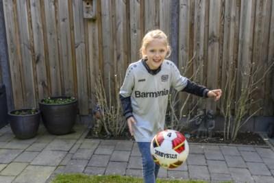 Ayana Heuts (9) jongste Bayer Leverkusen-speelster ooit: 'Ooit hoop ik voor Barcelona te spelen'