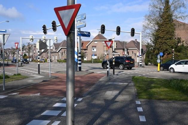 Overdaad aan verkeersborden op Bodemplein in Brunssum