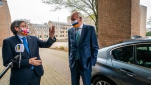 Waarnemend gouverneur Remkes verwelkomd door vertrekkend commissaris Bovens