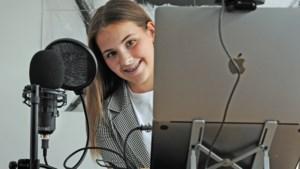 School leerde Julia (12) uit Venlo niet hoe ze met sociale media om moest gaan, dus geeft ze nu zelf les aan leeftijdsgenootjes