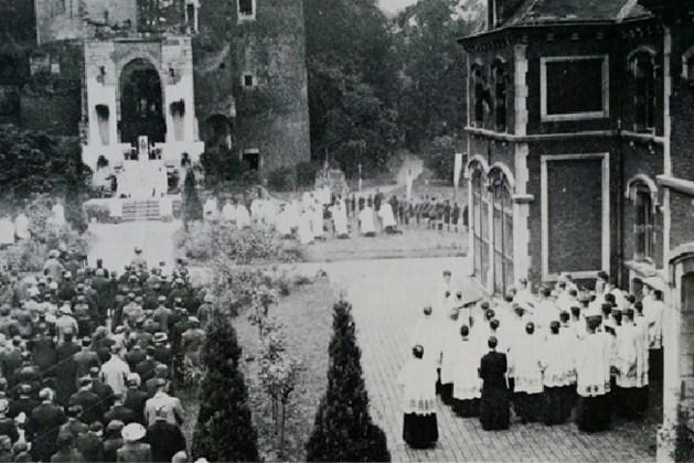 Plaquette aan de poorttoren van de ruïne van Stein: herinnering aan Mariaviering in 1937