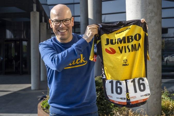 Wielerfanaat en kankerpatiënt strikt shirt Robert Gesink voor 'zijn' Kankeronderzoeksfonds