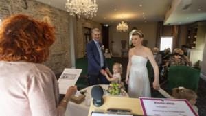 Vader 'trouwt' met dochter (4); bijzonder huwelijk voor gezin in reservetijd