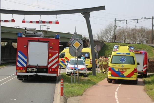 Persoon zwaargewond na aanrijding met trein in Weert, treinverkeer stil