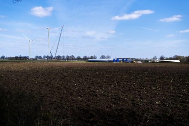 Twee torens op hoogte, bouw van windpark Ospeldijk vordert gestaag