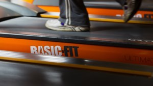 Omzet Basic-Fit ingestort door gedwongen sluiting sportscholen
