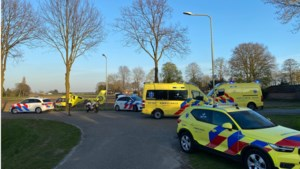 Man met verwondingen aan hoofd aangetroffen naast aanhanger in Venray: traumaheli ter plekke