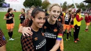 Maastrichtse Naomi Pattiwael helpt PSV langs het Ajax van Vanity Lewerissa