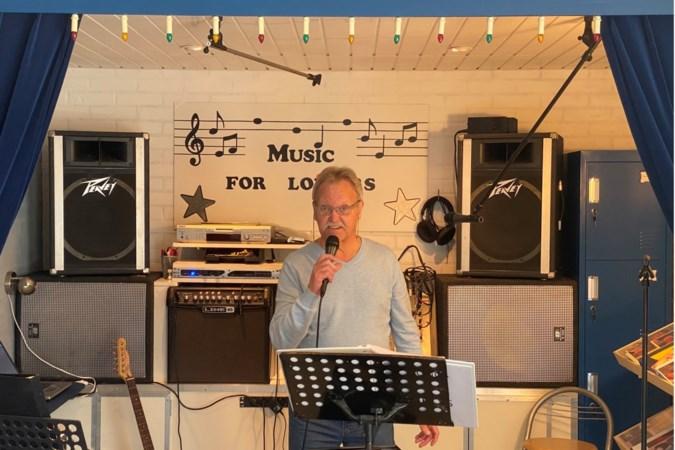 Zanger Francis uit Berg aan de Maas voegt reggaeversie van 't Heukske toe aan zijn imposante repertoire