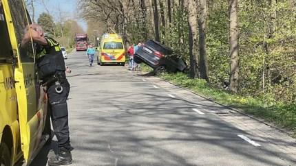 Video: Auto met moeder en kind betrokken bij ongeluk in Well