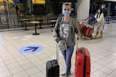 Reizigers met laatste vlucht terug uit coronabrandhaard India: 'Heel bang geweest'