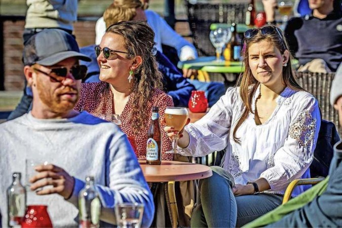 Belgische burgemeesters waarschuwen: weersta lokroep Limburgse terrassen