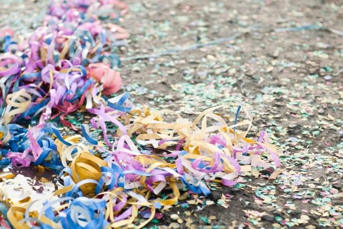 Toch geen confettiverbod, maar Vaals wil wel iets doen aan het hardnekkige carnavalsafval