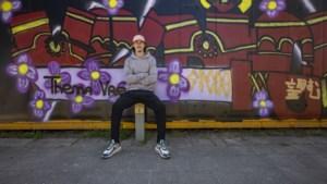 Graffitiartiest Dominic kleurt schandvlek tussen Brunssum en Merkelbeek: 'Wat een verschil'
