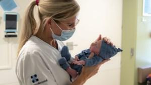 In Limburg ontwikkelde kleding voor te vroeg geboren baby's razend populair
