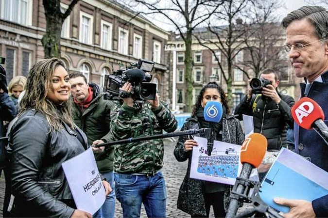 Woedende toeslagenouders willen antwoord Rutte: 'Kunt u onze rechtsstaat redden?'
