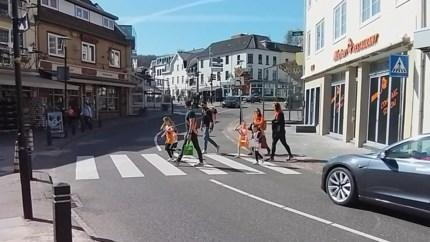 Koningsdag 2021 in het Heuvelland: wandelen en krijten binnen de coronaregels
